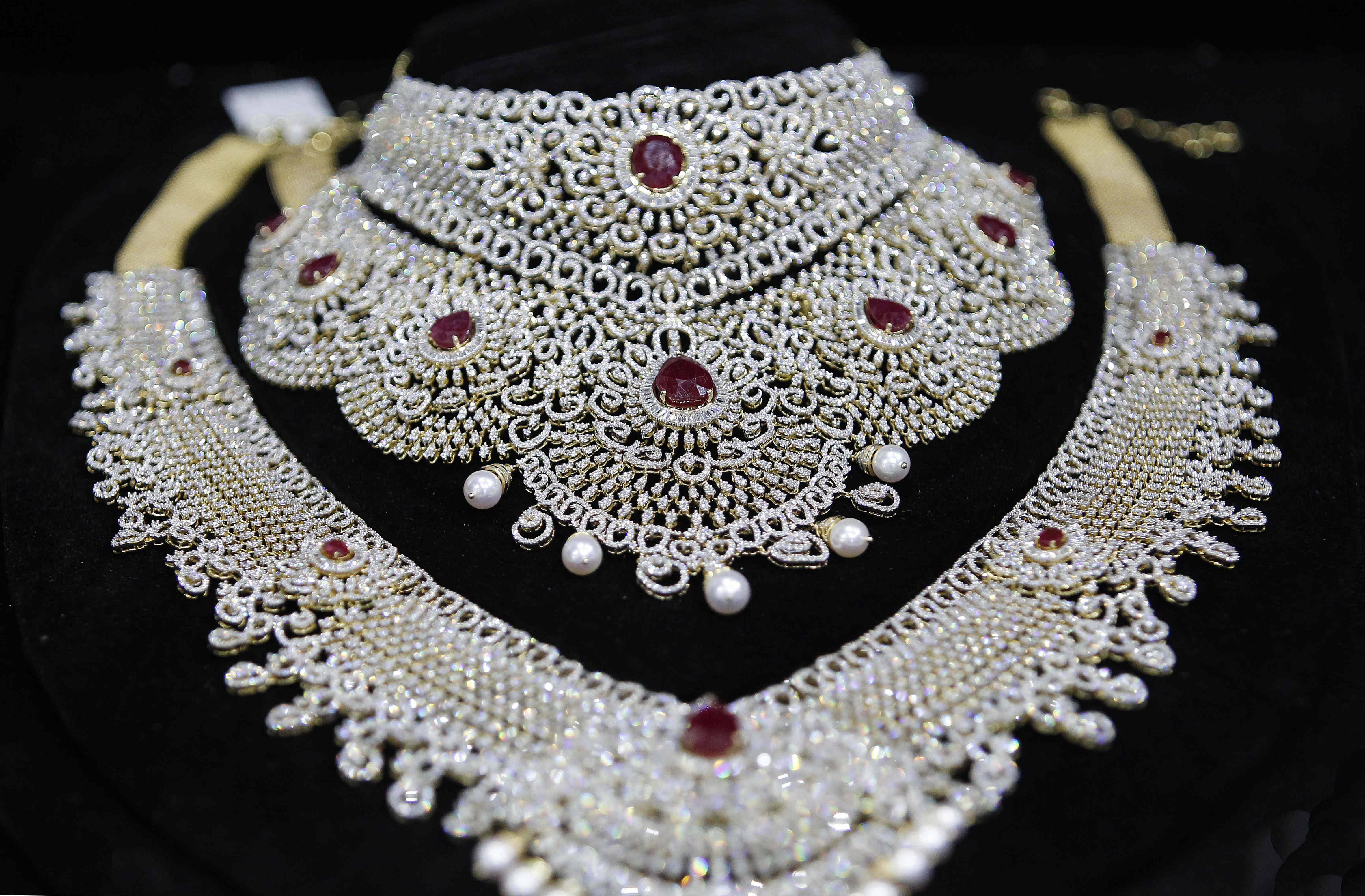VOD Dubai International Jewellery Show Shines Bright